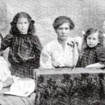 1906 Helmi, Rauha, Hertta ja Martta Mikko Nikkisen tyttäret